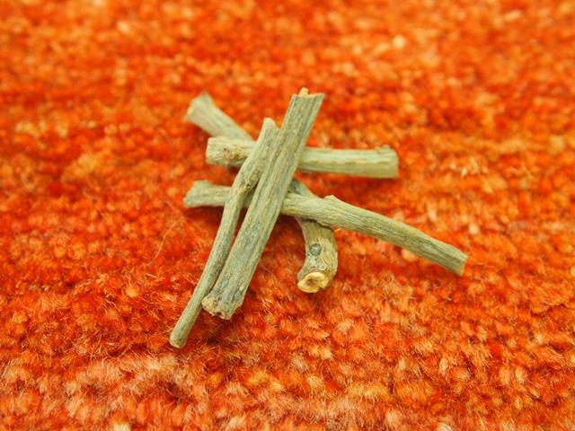 赤の染料 アカネの根