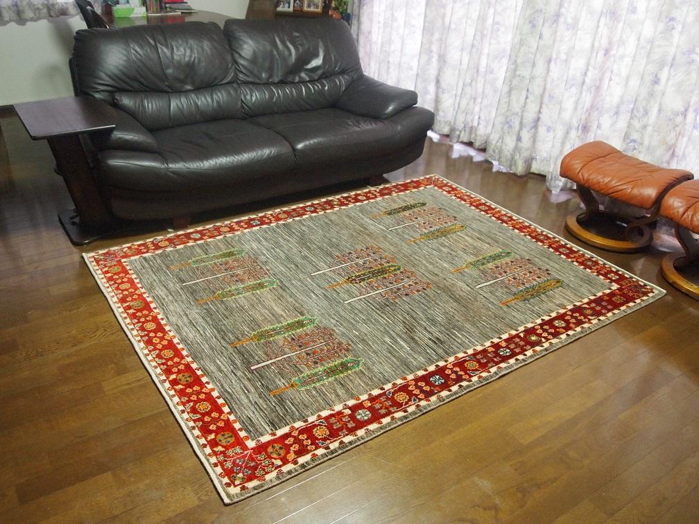 上質な絨毯、ルリバフトをお届けいたしました