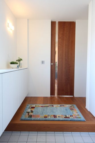 青い玄関マットのアートギャッベ